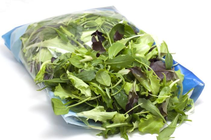 Insalate pronte già in busta anche in varietà miste, attenzione ai germi!