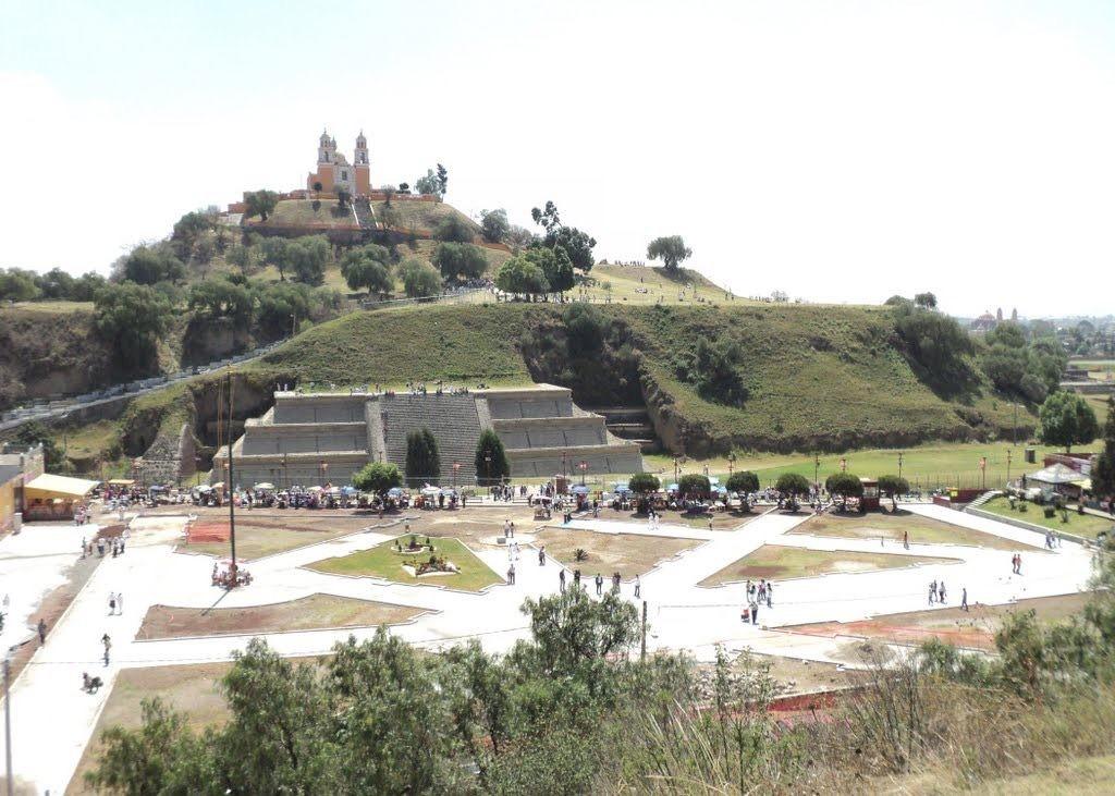 Come appare oggi: ricoperta di vegetazione con in cima un monastero